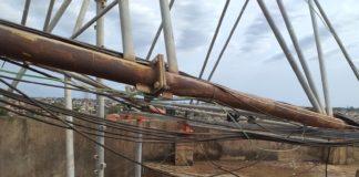 Mast collapses