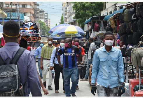 Locals wear face masks as a preventive measure against coronavirus, in Dar es Salaam, Tanzania, April 20, 2020. Tanzanian health authorities on Monday announced 84 new confirmed cases of COVID-19 in three days, bringing the total number of confirmed cases to 254 from 170 reported on Friday last week. (Xinhua)