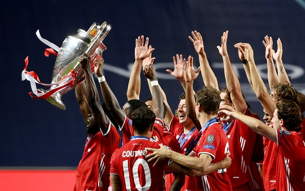 Champions League - Final - Bayern Munich v Paris St Germain - Estadio da Luz, Lisbon, Portugal - August 23, 2020 Bayern Munich's Kingsley Coman with teammates celebrate with the trophy after winning the Champions League, as play resumes behind closed doors following the outbreak of the coronavirus disease (COVID-19) Lluis Gene/Pool via REUTERS