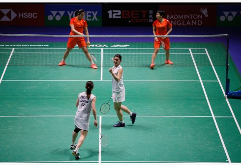 Japan's Misaki Matsutomo (bottom L) and Ayaka Takahashi (C) celebrate winning a point during the women's doubles quarterfinal match with China's Chen Qingchen (top R) and Jia Yifan (top L) at All England Badminton 2020 in Birmingham, Britain on March 13, 2020. (Photo by Tim Ireland/Xinhua)