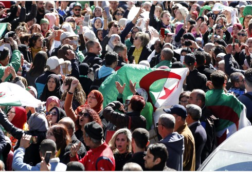 ALGIERS, March 8, 2020 (Xinhua) -- Algerians gather in the center of Algiers, capital of Algeria, on March 8, 2020, to celebrate the International Women's Day. (Xinhua)