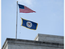 """WASHINGTON, March 3, 2020 (Xinhua) -- Photo taken on March 3, 2020 shows flags on the U.S. Federal Reserve building in Washington D.C., the United States. The U.S. Federal Reserve lowered the target range for the federal funds rate by 50 basis points to a range of 1.00 percent to 1.25 percent, as the novel coronavirus disease poses """"evolving risks"""" to economic activity, the central bank announced Tuesday. (Xinhua/Liu Jie)"""