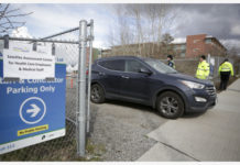 VANCOUVER, April 1, 2020 (Xinhua) -- A car leaves a drive-through COVID-19 test site for health care workers in Vancouver, Canada, March 31, 2020. Several satellite sites around the cities are operating 7-day a week offering drive-through COVID-19 test. (Photo by Liang Sen/Xinhua)