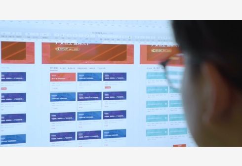 A staff member with Tencent designs the website for the 127th China Import and Export Fair, or Canton Fair, held in Guangzhou, south China's Guangdong Province, May 27, 2020. TO GO WITH XINHUA HEADLINES OF JUNE 15, 2020 (Xinhua)