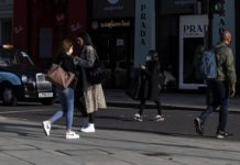 People walk on Oxford Street in London, Britain, on Oct. 15, 2020. Another 18,980 people in Britain have tested positive for COVID-19, bringing the total number of coronavirus cases in the country to 673,622, according to official figures released Thursday. The latest figures were released as the British capital, along with some other areas, is placed in a higher level of the government's alert system. (Xinhua/Han Yan)