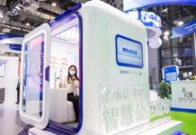 A visitor visits an unmanned vaccination cabin exhibited for the first time by Sanofi, a global biopharmaceutical company, at the public health and epidemic prevention exhibition area of the 3rd China International Import Expo, Nov. 6, 2020. (Photo by Zhai Huiyong/People's Daily Online)