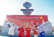 Local residents pose for photo at the countdown screen for the opening ceremony of the Beijing 2022 Olympic Games in Zhangjiakou City, north China's Hebei Province on Feb. 4. Photo by Bi Ruixiang/People's Daily Online