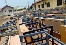 Desks Distribution