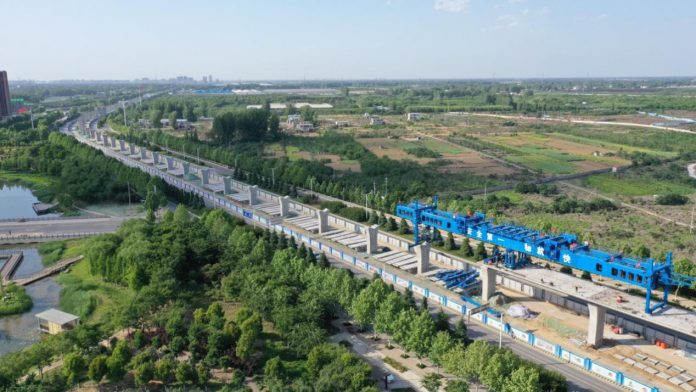 An intercity railway between Zhengzhou and Xuchang, two cities in central China's Henan Province, is being constructed, May 10, 2019. (Photo by Niu Shupei/People's Daily Online)