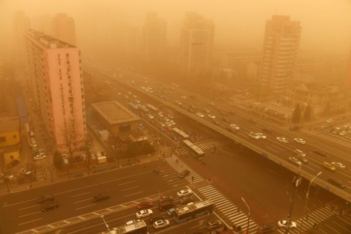 15 March 2021, China, Beijing: A general view of Zizhuyuan street in the Haidian district while the sky turned yellow and the visibility was insufficient in the morning due to a sandstorm. Photo: Zhao Yadan/SIPA Asia via ZUMA Wire/dpa