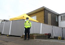 12 March 2021, United Kingdom, Ashford: Policemen investigate outside a house in Freemens Way following the discovery of human remains in an area of woodland in Ashford during the hunt for missing woman Sarah Everard. The Metropolitan Police announced on Wednesday that a diplomatic protection officer held over the disappearance of Sarah Everard has been arrested on suspicion of murder. Photo: Gareth Fuller/PA Wire/dpa