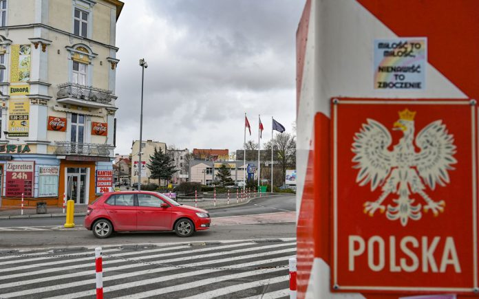 Commuters who live in Poland and work in Germany are demanding compensation from Berlin to help cover the cost of the coronavirus tests needed to enter the country. Photo: Patrick Pleul/dpa-Zentralbild/dpa