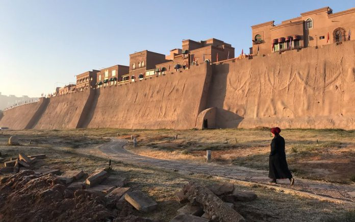 FILED - The old town in the western Chinese city of Kashgar in the Tarim Basin region of Southern Xinjiang Photo: Simina Mistrenau/dpa
