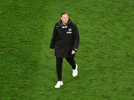 Football: Bundesliga, 1. FC Köln - FSV Mainz 05, Matchday 28 at Rhein-Energie-Stadion. Cologne coach Markus Gisdol walks across the pitch after the match. IMPORTANT NOTE: In accordance with the regulations of the DFL Deutsche Fußball Liga and the DFB Deutscher Fußball-Bund, it is prohibited to use or have used photographs taken in the stadium and/or of the match in the form of sequence pictures and/or video-like photo series. Photo: Federico Gambarini/dpa
