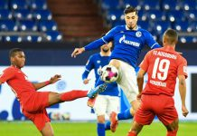 Schalke's Suat Serdar (C) battles for the ball with Augsburg's Carlos Gruezo Arvoleda (L) and Felix Uduokhai during the German Bundesliga soccer match between FC Schalke 04 and FC Augsburg at Veltins Arena. Photo: Bernd Thissen/dpa - IMPORTANT NOTICE: DFL and DFB regulations prohibit any use of photographs as image sequences and/or quasi-video.