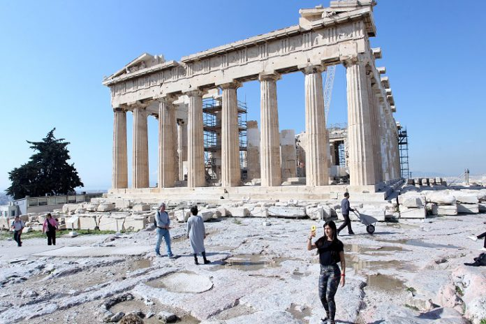 FILED - Don't be surprised if the Parthenon appears in film more often in the future: Greece is working to lure more producers to the country. Photo: Aristidis Vafeiadakis/via ZUMA Wire/dpa Credit: Aristidis Vafeiadakis/via ZUMA Wire/dpa