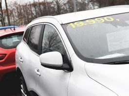FILED - A bargain! That's what many people want when it comes to buying a used car. But there are a few things you should keep in mind if you want to avoid a disappointment. Photo: Andrea Warnecke/dpa