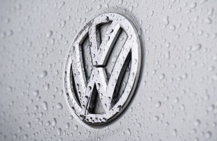 FILED - Raindrops bead on a Volkswagen logo at a VW dealer in the northern German city of Hanover in the file shot from January 12, 2021. Photo: Julian Stratenschulte/dpa
