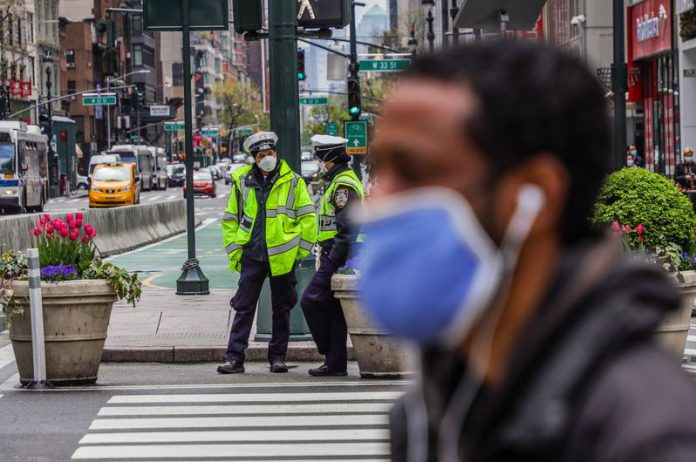 FILED - A man wears a protective mask while walking the streets of New York amid the coronavirus (COVID-19) pandemic. Photo: Vanessa Carvalho/ZUMA Wire/dpa