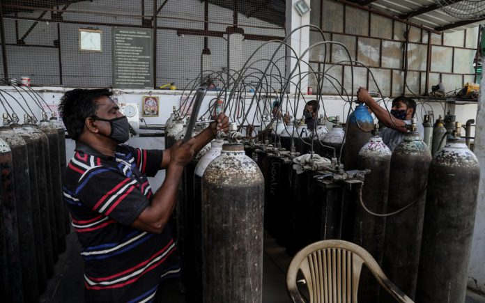 Workers refill medical oxygen cylinders at a charging station during the second wave of the Covid-19 pandemic. Photo: Naveen Sharma/SOPA Images via ZUMA Wire/dpa