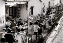 Hong Kong residents line up to collect water amid a severe drought in 1963. (Photo/Water Resources Department of Guangdong Province)