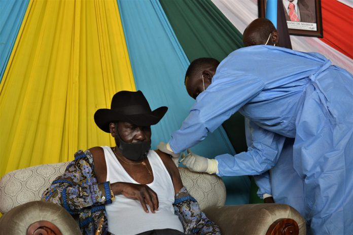 South Sudanese President Salva Kiir (L) receives his first jab of the AstraZeneca COVID-19 vaccine in Juba, capital of South Sudan, April 13, 2021. South Sudan's health ministry said Tuesday it has vaccinated 947 health workers with the AstraZeneca vaccines against COVID-19 since last week when it launched the campaign. (Xinhua/Daniel Majak)