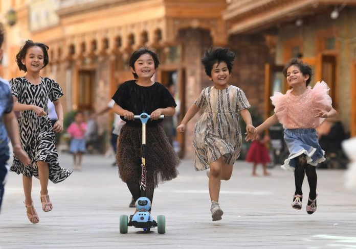 Children have fun on Dove Lane in Hotan City, northwest China's Xinjiang Uygur Autonomous Region, May 27, 2020. (Xinhua/Sadat)