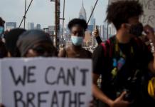 Protesters rally on the Brooklyn Bridge in New York, U.S., May 29, 2020. /Xinhua