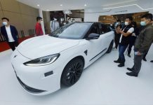 The Polar Fox Alpha S Huawei HI (Huawei Inside) Edition is exhibited at the 19th Shanghai International Automobile Industry Exhibition, April 19, 2021. (Photo by Long Wei/People's Daily Online)