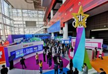 Photo taken on Nov. 11, 2020, shows visitors at an exhibition of China's achievements in intellectual property during the country's 13th Five-Year Plan (2016-2020) period. The exhibition was part of the 12th China International Patent Technology and Products Fair that opened in Dalian, northeast China's Liaoning province, on Nov. 11, 2020. (Photo by Liu Debin/People's Daily Online)