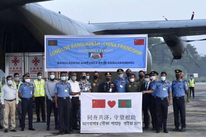 Chief of Air Staff of the BAF Masihuzzaman Serniabat and other senior officials pose for photos after receiving the vaccines in Dhaka, Bangladesh on May 12, 2021. (Xinhua)