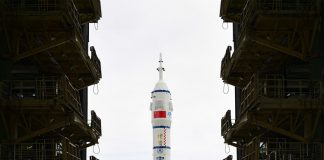 Photo shows China's Long March-2F Y12 carrier rocket. (Photo by Wang Jiangbo/Our Space)