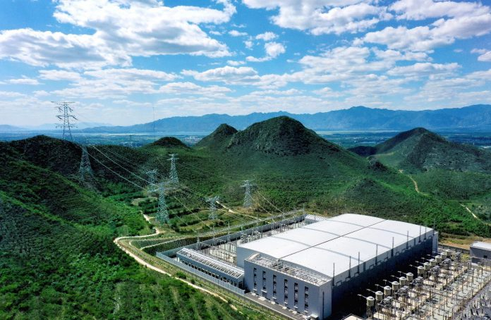 A convertor station in Yanqing district of Beijing, which belongs to the Zhangbei flexible direct current power project, sends clean electricity to Beijing. (Photo by He Yong/People's Daily)