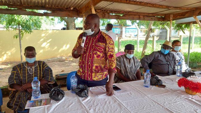 Dr Bertrand Agilinko addressing staff