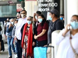 Travelers with face masks are seen at the Los Angeles International Airport in Los Angeles, the United States, July 18, 2021. (Xinhua)