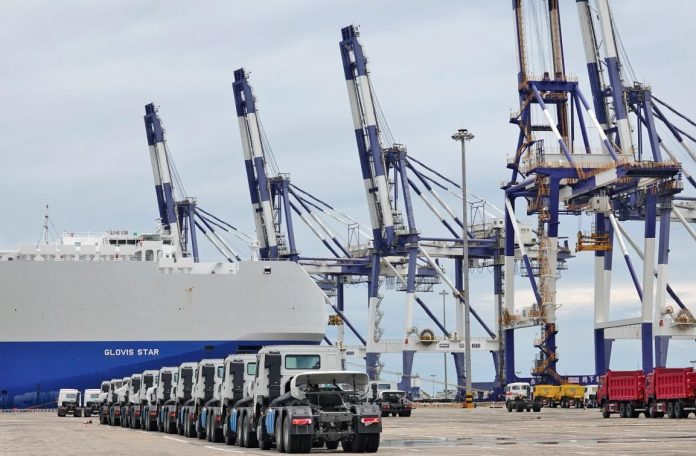 Trucks are being loaded at Yantai port, east China's Shandong province, July 13, 2021. (Photo by Tangke/People's Daily Online)