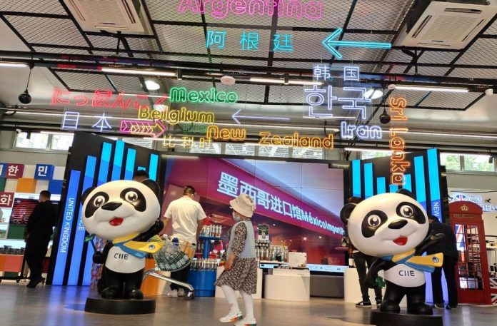 Citizens and visitors shop at a commodity fair in Shanghai that gathers nearly 10,000 types of featured products and goods once exhibited at the China International Import Expo from 40 countries and regions, May 1, 2021. (Photo by Yan Daming/People's Daily Online)