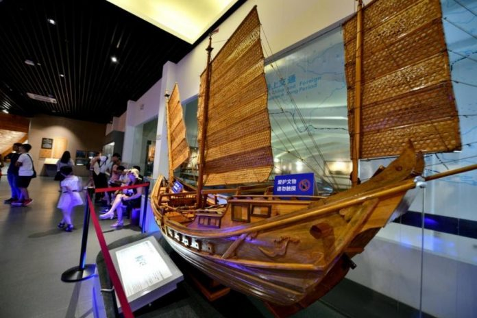 Photo shows a model of an ancient commercial vessel at a museum in Quanzhou, southeast China's Fujian province. (Photo by Xing Han/People's Daily Online)