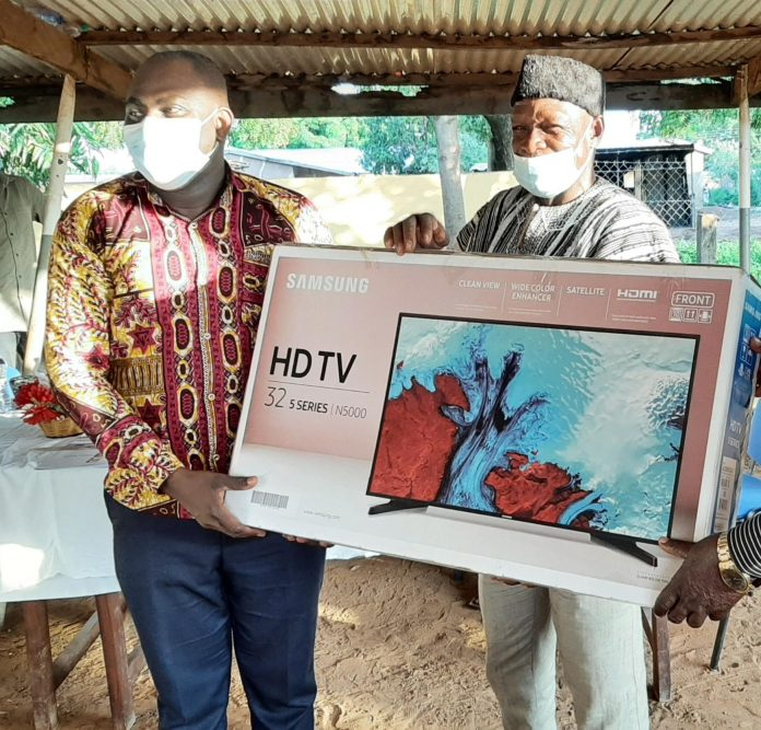 Mr Joseph Kurubil (right) receiving the TV from Dr Bertrand Agilinko (right), the Medical Superintendent of the Hospital