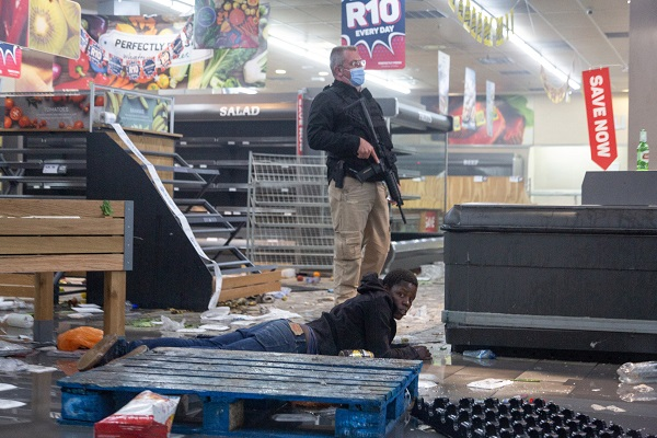 A police officer detains a suspect looting a shop in Johannesburg, South Africa, on July 12, 2021. Soldiers have been deployed in KwaZulu-Natal and Gauteng provinces to deal with violent protests and looting, the South African army said on Monday. Police said six people were killed and 219 people arrested over the weekend in Gauteng and KwaZulu-Natal following violent protests after former president Jacob Zuma was jailed for 15 months for contempt of court. Hundreds of shops and businesses across the two provinces were looted. (Photo by Yeshiel/Xinhua)