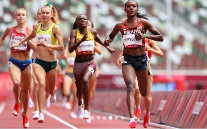 Kenya's Faith Kipyegon on her way to win the third 1,500m Heat of the Tokyo Olympics, qualifying for the semis. Photo/ Reuters.
