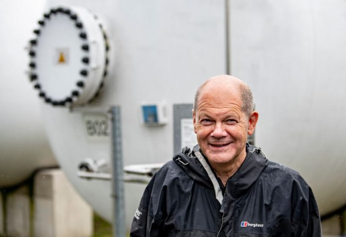 SPDelection candidate Olaf Scholz visits a hybrid power station in Brandenburg. Four weeks before the Bundestag elections, the three candidates hoping to be the next German chancellor clash in a first live television debate on Sunday, with the centre-left Social Democrats (SPD) still surging in the polls. Photo: Fabian Sommer/dpa
