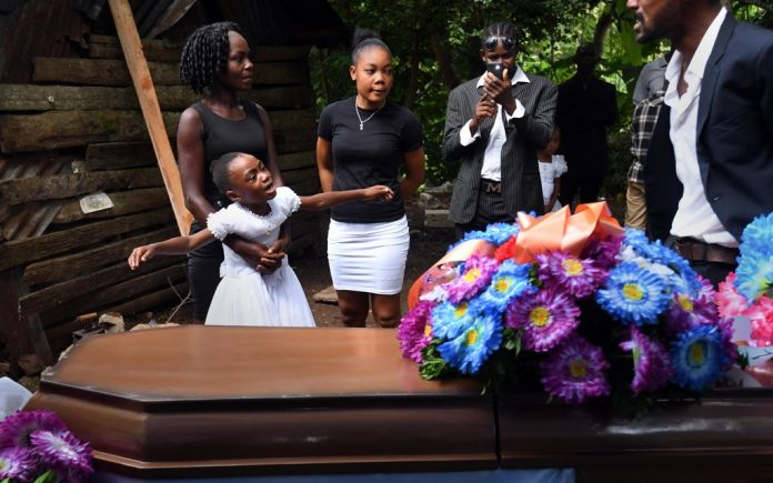 21 August 2021, Haiti, Maniche: Family members and friends attend the funeral service for Marie Herese Atineus who died while sleeping when part of her home collapsed as Haitians cope with the aftermath of a massive earthquake. Photo: Carol Guzy/ZUMA Press Wire/dpa