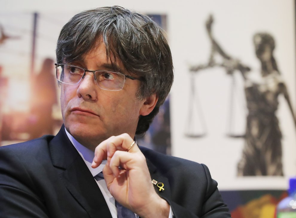 Ex-Catalan leader Carles Puigdemont detained in Sardinia – lawyer